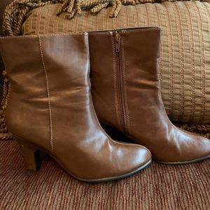 Women's Aerosoles Brown Ankle Boots Size 8.5